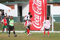 Lance da partida entre as equipes do Santo Afonso e Botafogo, válida pela Copa Coca-Cola, no campo do Parque Floresta Imperial, em Novo Hamburgo. FOTO: Lucas Uebel/Preview.com