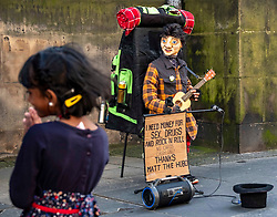 Pictured: The sun shone on Edinburgh's High Street as entertainers were plying their trade<br /><br />Ger Harley | EEm 10 August 2021