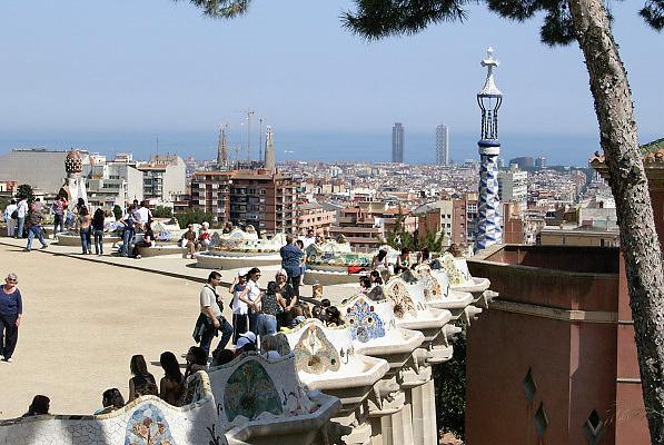Spanje, Barcelona, 27-5-2007Uitzicht over de stad van Antonio Gaudi. Parc Guell.Foto: Flip Franssen/Hollandse Hoogte