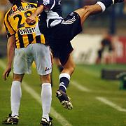 NLD/Arnhem/20051211 - Voetbal, Vitesse - Ajax 2005, Steven Pienaar haalt de bal van de zijlijn