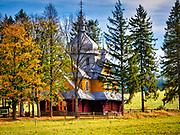 Gładyszów, (gmina Uście Gorlickie, powiecie gorlickim) 08-10-2019. Cerkiew parafialna greckokatolicka Wniebowstąpienia Pańskiego w Gładyszowie została zbudowana w latach 1938–39 przez huculskich cieśli. Po wysiedleniu ludności łemkowskiej (1947) z tych terenów, cerkiew stała się własnością państwa i do 1985 była użytkowana przez miejscową parafię rzymskokatolicką. Wtedy też reaktywowano parafię greckokatolicką, która działa do dziś. Cerkiew znajduje się na Szlaku Architektury Drewnianej w województwie małopolskim.