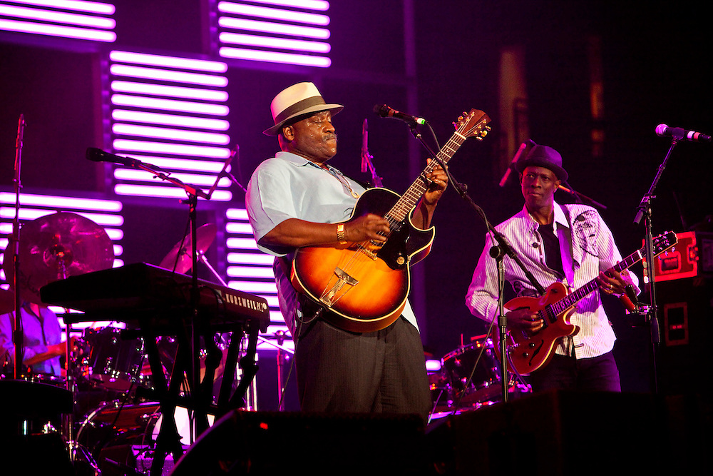 Taj Mahal with Keb' Mo' performing on stage at the Domino Effect Benefit Concert in the New Orleans Arena in New Orleans, Louisiana, USA, 30 May 2009.