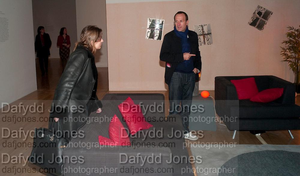 SIMON LEE, Susan Hiller opening, Tate Britain. 31 January 2010. -DO NOT ARCHIVE-© Copyright Photograph by Dafydd Jones. 248 Clapham Rd. London SW9 0PZ. Tel 0207 820 0771. www.dafjones.com.