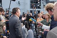 09 AUG 2001, BERLIN/GERMANY:<br /> Gerhard Schroeder, SPD, Bundeskanzler, gibt ein Pressestatement auf dem Tender DONAU, waehrend einem Besuch von Marineeinheiten im Seegebiet vor Rostock, <br /> IMAGE: 20010809-01-018<br /> KEYWORDS: Bundeswehr, Bundesmarine, Marine, Gerhard Schröder, Kamera, Mikrofon, microphone, camera