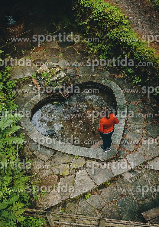 THEMENBILD - eine Frau steht vor einem Herz - förmigen Becken einer Heilquelle, aufgenommen am 25. August 2019 in Bad Fusch, Oesterreich // a woman stands in front of a heart - shaped basin of a healing spring in Bad Fusch, Austria on 2019/08/25. EXPA Pictures © 2019, PhotoCredit: EXPA/ JFK