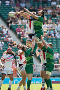 Twickenham, United Kingdom. 3rd June 2018, HSBC London Sevens Series. Game 30 Cup Quarter Final. United States vs Ireland.<br /> <br /> Irelands,Harry McNULTY reaches out to the line out ball during the Rugby 7's  match played at the  RFU Stadium, Twickenham, England, <br /> <br /> <br /> <br /> © Peter SPURRIER/Alamy Live News