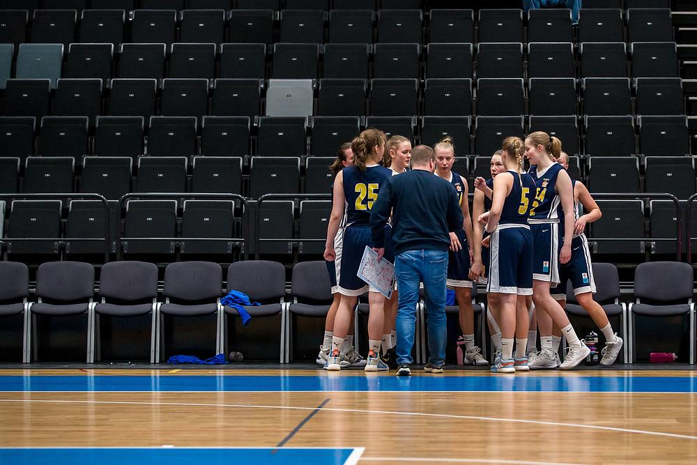 ÖSTERSUND 20200119<br /> Luleå GB i en timeout under söndagens match i Basketettan mellan Östersund Basket och RIG Liuleå i Östersunds Sporthall.<br /> <br /> Foto: Per Danielsson/Projekt.P