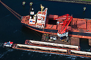 Nederland, Zuid-Holland, Gemeente Rotterdam, 23-05-2011; overslag van ijzererts van bulkcarrier naar lichters (duwbakken) .Transhipment of iron ore from bulk carrier to barges..luchtfoto (toeslag), aerial photo (additional fee required).copyright foto/photo Siebe Swart