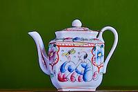 France, Calvados (14), Bayeux, theiere en porcelaine decor au chinois, periode Gosse XIXe // France, Calvados department, Bayeux, teapot with chinese decoration