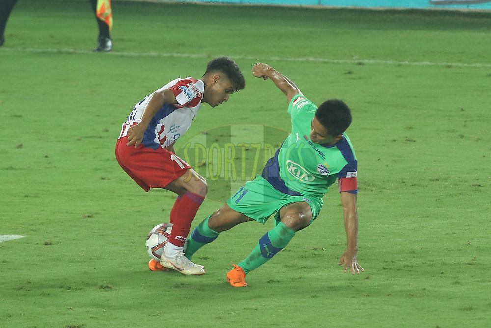 Sunil Chhetri of Bengaluru FC trying to snatch during match 24 of the Hero Indian Super League 2018 ( ISL ) between ATK and Bengaluru FC held at the Yuba Bharati Krirangan stadium (Salt Lake Stadium) in Salt Lake Kolkata, India on the 31st October<br /> <br /> Photo by Saikat Das /SPORTZPICS for ISL