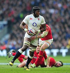 Maro Itoje of England takes on the Wales defence - Mandatory byline: Patrick Khachfe/JMP - 07966 386802 - 12/03/2016 - RUGBY UNION - Twickenham Stadium - London, England - England v Wales - RBS Six Nations.