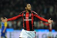 """Esultanza di Robinho Milan dopo il gol 3-0<br /> Milano, 12/02/2011 Stadio """"Meazza""""<br /> Milan-Parma<br /> Campionato Italiano Serie A 2010/2011<br /> Foto Nicolo' Zangirolami Insidefoto"""