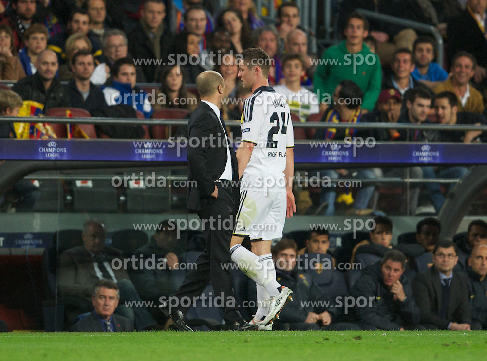 24.04.2012, Stadion Camp Nou, Barcelona, ESP, UEFA CL, Halblfinal-Rueckspiel, FC Barcelona (ESP) vs FC Chelsea (ENG), im Bild Chelsea's manager Roberto Di Matteo watches Gary Cahill limp off during the UEFA Championsleague Halffinal 2st Leg Match, between FC Barcelona (ESP) and FC Chelsea (ENG), at the Camp Nou Stadium, Barcelona, Spain on 2012/04/24. EXPA Pictures © 2012, PhotoCredit: EXPA/ Propagandaphoto/ David Rawcliff..***** ATTENTION - OUT OF ENG, GBR, UK *****