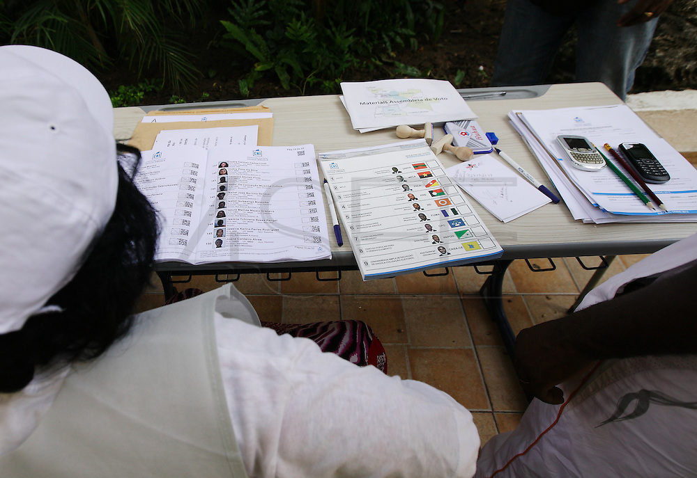 General appearance of a polling station in the city of Luanda, during the general elections of 31 August 2012.
