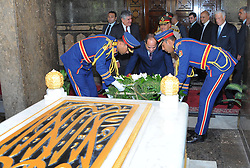 October 4, 2017 - Cairo, Cairo, Egypt - Egyptian President Abdul Fattah al-Sisi pays his respects in front of the grave of former Egyptian President Gamal Abdel Nasser during a ceremony at the memorial of the Unknown Soldier and tombs of late Egyptian presidents on October 4, 2017 in Cairo, as part of the celebrations marking the 42th anniversary of October War Victory  (Credit Image: © Egyptian President Office/APA Images via ZUMA Wire)