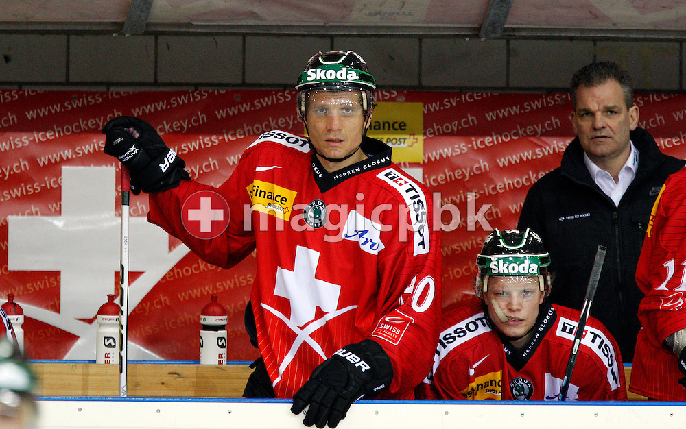 (L-R) Switzerland's forward Marcel Jenni, Gregory Sciaroni and head coach Sean Simpson are pictured during a friendly ice hockey game between Switzerland and Sweden held at the Eishalle Deutweg in Winterthur, Switzerland, Friday, April 16, 2010. (Photo by Patrick B. Kraemer / MAGICPBK)