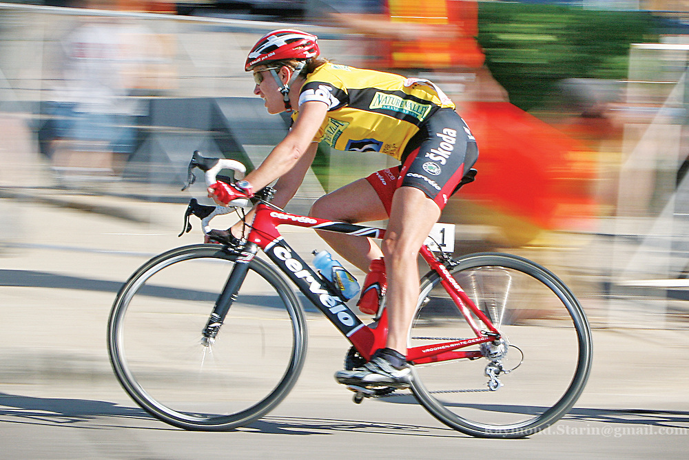 Kristin Armstrong rounds from South 2nd Street onto East Main Street in her final laps downtown Mankato in the Nature Valley Grand Prix.