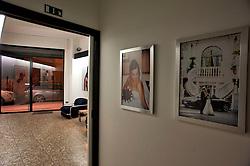 Barletta , Aprile 2013.Studio fotografico Attoterzo..Barletta è un comune italiano di 94.153 abitanti[4], capoluogo insieme ad Andria e Trani, della provincia di Barletta-Andria-Trani, in Puglia..Il territorio comunale fa parte del bacino della valle dell'Ofanto e, oltre ad essere bagnato dall'omonimo fiume, che funge amministrativamente come linea dividente tra Barletta e Margherita di Savoia, ne ospita anche la foce..Il comune di Barletta, che comprende la frazione Canne, sito archeologico ricordato per la celeberrima battaglia vinta nel 216 a.C. da Annibale, è stato riconosciuto come città d'arte dalla Regione Puglia nel 2005 per le sue bellezze architettoniche[8][9].