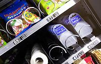 ZWOLLE - Bitjes in de automaat. HC Zwolle, Fusieclub (ZMHC en Tempo'41 fuseren naar Hockeyclub Zwolle) in 2012. COPYRIGHT KOEN SUYK