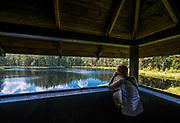 Wigierski Park Narodowy - wieża widokowa do obserwacji bobrów i ptaków wodnych nad jeziorem Suchar IV, Polska<br /> Wigry National Park - lookout tower for the sight of beavers and water birds on Suchar IV lake, Poland