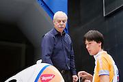 Aerodynamica deskundige Nando Timmer (links) bekijkt de stroomlijn  van de VeloX2. Op de TU Delft wordt de VeloX2 getest in de windtunnel. Met de VeloX2 wil het Human Powered Team Delft en Amsterdam, bestaande uit studenten van de TU Delft en de VU Amsterdam, het werelduurrecord en het sprint record gaan breken.<br /> <br /> Aerodynamics specialist Nando Timmer (left) is discussing the aerodynamics of the VeloX2. The VeloX2 is tested on aerodynamics at the wind tunnel of TU Delft. With the VeloX2 the Human Powered Team Delft and Amsterdam are trying to break the speed records for human powered vehicles.