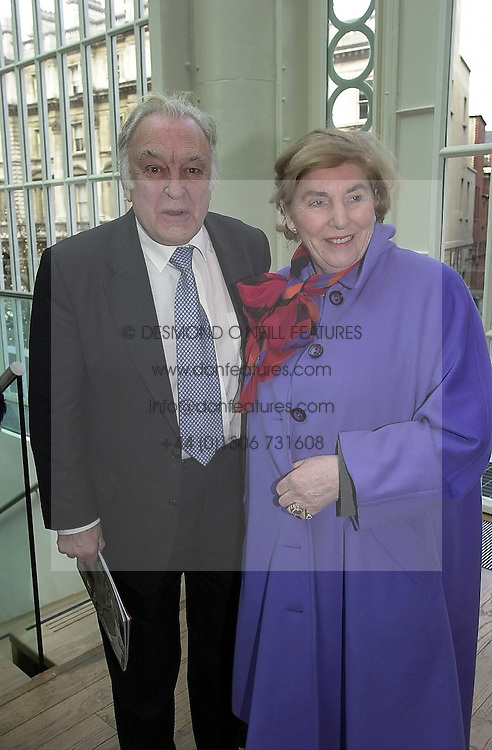SIR DONALD & LADY SINDEN, he is the actor, at a party in London on 18th February 2000.OBG 6