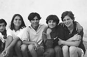 Ioana Patrauceanu (deuxième en partant de la droite) à 11 ans à l'orphelinat de Popricani. Ioana a été abandonnée à la naissance. <br /> <br /> Ioana Patrauceanu (second from the right) at 11 at Popricani's orphanage in 1993. Ioana was abandoned at birth.