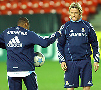 Soccer, Champions League, Real Madrid training in Trondheim 31.10.05<br /> David Beckham og Robinho having a bit of fun<br /> Foto: Carl-Erik Eriksson, Digitalsport