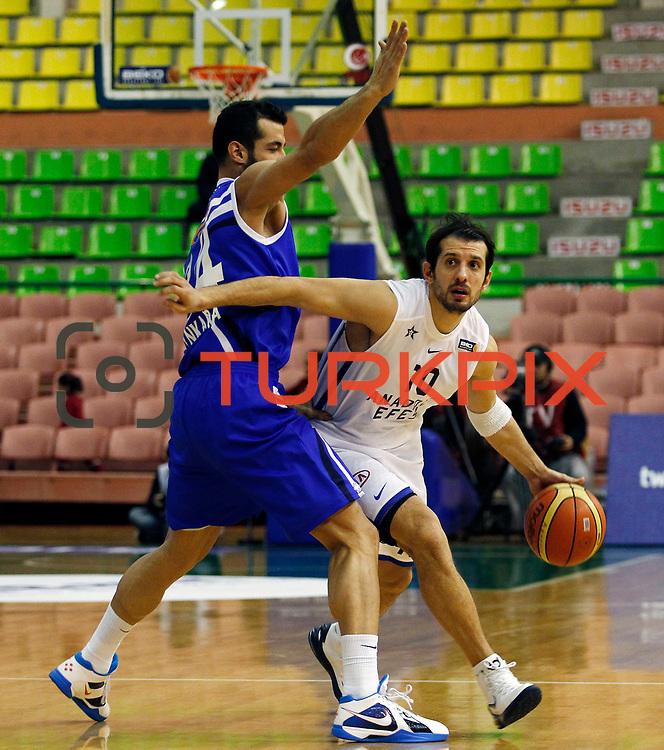 Anadolu Efes's Kerem Tunceri (R) during their Turkish Basketball League match Anadolu Efes between Turk Telekom at the Ayhan Sahenk Erdem Arena in Istanbul, Turkey on Sunday, 09 March, 2013. Photo by Aykut AKICI/TURKPIX