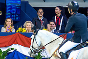 Anemone Horse Trucks Grote Prijs van Amsterdam powered by Stoeterij Sterrehof internationaal springen 1,60m met barrage de 60e editie van Jumping Amsterdam in de RAI.<br /> <br /> Anemone Horse Trucks Amsterdam Grand Prix powered by Stoeterij Sterrehof international jumping 1.60m with jump off the 60th edition of Jumping Amsterdam in the RAI.<br /> <br /> Op de foto:  Prinses Beatrix en prinses Margarita / Princess Beatrix and Princess Margarita