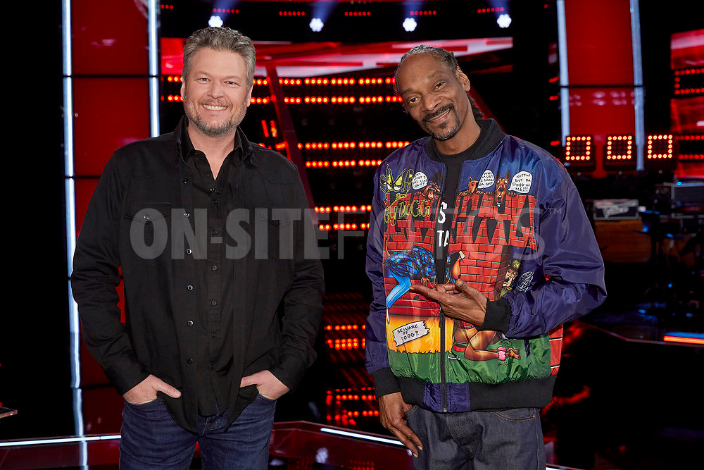 """THE VOICE -- """"Knockout Reality"""" Episode 2010 --  Pictured: (l-r) Blake Shelton, Snoop Dogg -- (Photo by: Trae Patton/NBC)"""