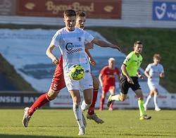 Frederik Juul Christensen (FC Helsingør) følges af Tobias Anker (FC Fredericia) under kampen i 1. Division mellem FC Fredericia og FC Helsingør den 4. oktober 2020 på Monjasa Park i Fredericia (Foto: Claus Birch).