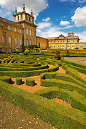 Blenheim Palace  Italian Garden with topiary maize - England . Blenheim Palace is a country house in Woodstock, Oxfordshire, England. It is the seat of the Dukes of Marlborough and the only non-royal, non-episcopal country house in England to hold the title of palace. The palace, one of England's largest houses, was built between 1705 and 1722, and designated a UNESCO World Heritage Site in 1987 .<br /> <br /> Visit our EARLY MODERN ERA HISTORICAL PLACES PHOTO COLLECTIONS for more photos to buy as wall art prints https://funkystock.photoshelter.com/gallery-collection/Modern-Era-Historic-Places-Art-Artefact-Antiquities-Picture-Images-of/C00002pOjgcLacqI