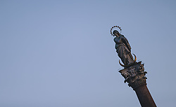 24.03.2020, Innsbruck, AUT, Coronaviruskrise, Österreich, im Bild die Annasäule in der Maria Theresien Strasse in der während der Coronavirus Pandemie // the statue of Mary in the Maria Theresien Street during the Coronavirus pandemic, Innsbruck, Austria on 2020/03/24. EXPA Pictures © 2020, PhotoCredit: EXPA/ JFK
