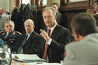 10 JAN 2001, BERLIN/GERMANY:<br /> Rudolf Scharping (2.v.R.), SPD, Bundesverteidigungsminister, Harald Kujat (L), Generalinspekteur der Bundeswehr, Klaus-Guenther Biederbrick (2.v.L.), Staatssekretaer im BMVg, waehrend einer Pressekonferenz zur Verwendung von uranhaltiger Munition, Bundesverteidigungsministerium<br /> IMAGE: 20010110-02/02-28<br /> KEYWORDS: Klaus-Günther Biederbrick, Staatssekretär, General