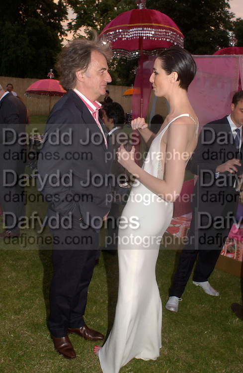 Sir Paul Smith and Erin O'Connor, The  Summer party, hosted by the Serpentine Gallery and Robert Cavalli, 16 June 2004. 16 June 2004. SUPPLIED FOR ONE-TIME USE ONLY> DO NOT ARCHIVE. © Copyright Photograph by Dafydd Jones 66 Stockwell Park Rd. London SW9 0DA Tel 020 7733 0108 www.dafjones.com