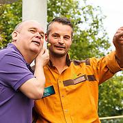 NLD/Rotterdam/20150626 - Paul de Leeuw opent nieuwe leeuwenverblijf Diergaarde Blijdorp, Paul de Leeuw en de leeuwenverzorger