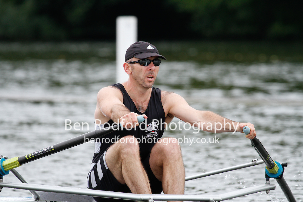 MasB.1x QF -  Berks: 288 Leicester RC (Smith) -  Bucks: 289 Cambridge BC (USA) (Cone)<br /> <br /> Friday - Henley Masters Regatta 2016<br /> <br /> To purchase this photo, or to see pricing information for Prints and Downloads, click the blue 'Add to Cart' button at the top-right of the page.