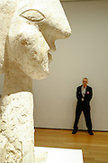 Pabel Picasso, Head of a woman, Boisgeloup, 1931-1932, with museum guard, MoMA.