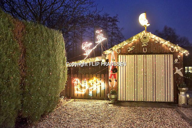 Nederland, Millingen, 20-12-2017Kerstverlichting en figuurtjes in en buiten het huis van Geertje en Arno.KerstsfeerFoto: Flip Franssen