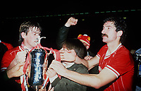 Fotball<br /> England <br /> Foto: Colorsport/Digitalsport<br /> NORWAY ONLY<br /> <br /> KENNY DALGLISH,  GRAEME SOUNESS WITH TROPHY. MILK CUP FINAL REPLAY. LIVERPOOL V EVERTON 1984
