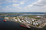 Nederland, Amsterdam, Westpoort, 25-05-2010. Amerikahaven met olieterminal van BP..Amerikahaven BP oil terminal.luchtfoto (toeslag), aerial photo (additional fee required).foto/photo Siebe Swart