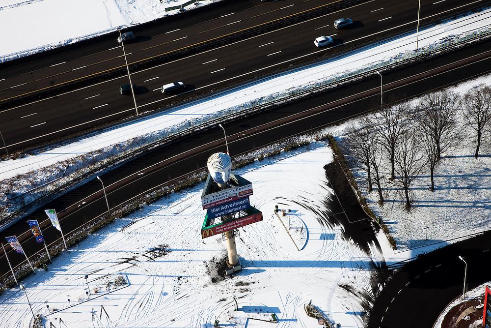Nederland, Noord-Holland, Maarssen, 31-01-2010; geluidsschermen langs de nieuwe A2.luchtfoto (toeslag), aerial photo (additional fee required).foto/photo Siebe Swart