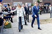 Koning Willem-Alexander en koningin Maxima bij basisschool De Vijfmaster tijdens de jaarlijkse Koningsspelen. //// King Willem-Alexander and Queen Maxima at elementary school De Fivemaster during the annual Royal Games.<br /> <br /> Op de foto / On the photo:   Koning Willem-Alexander en koningin Maxima / King Willem-Alexander and Queen Maxima