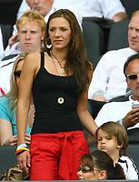 Fotball<br /> VM 2006<br /> Tyskland - koner og kjærester<br /> Foto: imago/Digitalsport<br /> NORWAY ONLY<br /> <br /> 20.06.2006 <br /> Simone Lambe, Freundin von Michael Ballack (Deutschland) mit Sohn Emilio