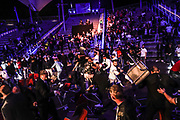 Boxen: SES Boxgala, Boxgala, Magdeburg, 05.06.2021<br /> WBA-Continental-Championship: Agit Kabayel (GER) - Kevon Johnson (USA), Ausschreitungen, Kabayel-Fans, Security, Zuschauer<br /> © Torsten Helmke