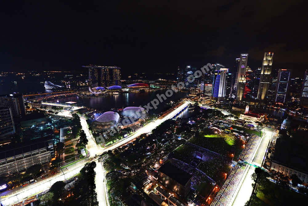 Night scene during qualifying for the 2014 Singapore Grand Prix in Marina Bay. Photo: Grand Prix Photo
