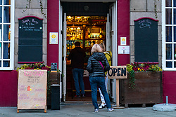 Edinburgh, Scotland, UK. 21 October 2020. First Minister Nicola Sturgeon announces that bars and restaurants in Central Belt of Scotland to remain closed. Pictured; Joseph Pearce bar and restaurant on Elm Row is open to serve takeaway meals. Iain Masterton/Alamy Live News