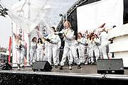 De Jumbo Racedagen, driven by Max Verstappen op Circuit Zandvoort. / The Jumbo Race Days, driven by Max Verstappen at Circuit Zandvoort.<br /> <br /> Op de foto / On the photo:  Prijsireiking met o.a. Ellen ten Damme , Barbara Barend , Olcay Gulsen , Kim Feenstra , Prinses Laurentien , Gwen van Poorten , Monic Hendrickx , Famke van eerd en Britt Dekker met Max verstappen
