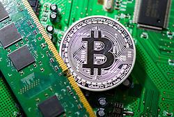 THEMENBILD - Kryptowährung Bitcoin ist ein dezentrales Zahlungsmittel auf Blockchain Basis, das es seit 2008 gibt. Aufgenommen am 15. Jänner 2018 in Wien, Österreich // Bitcoin is a decantralized worldwide cryptocurrency and digital payment system. Vienna, Austria on 2018/01/15. EXPA Pictures © 2018, PhotoCredit: EXPA/ Michael Gruber